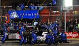 Kasey Kahne and the No. 5 team at Charlotte