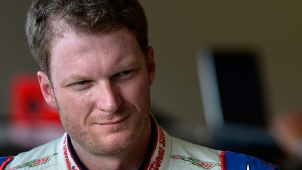 Dale Earnhardt Jr. extends NASCAR record