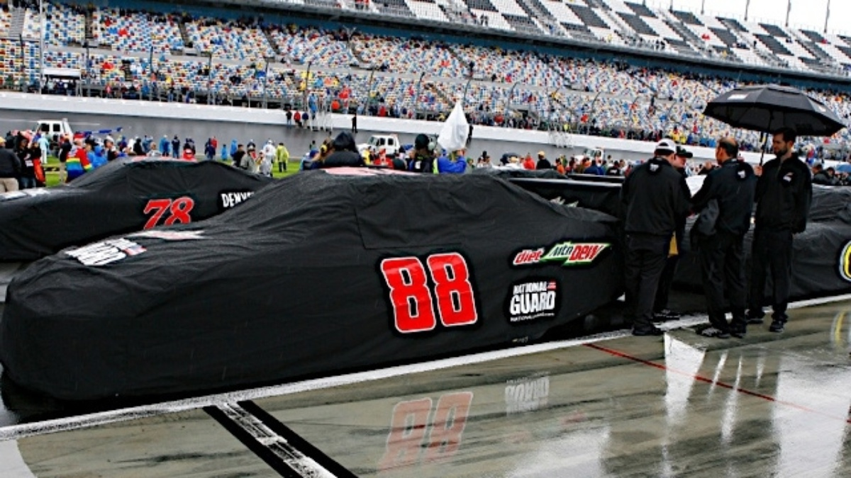 Daytona 500 rescheduled for Monday evening
