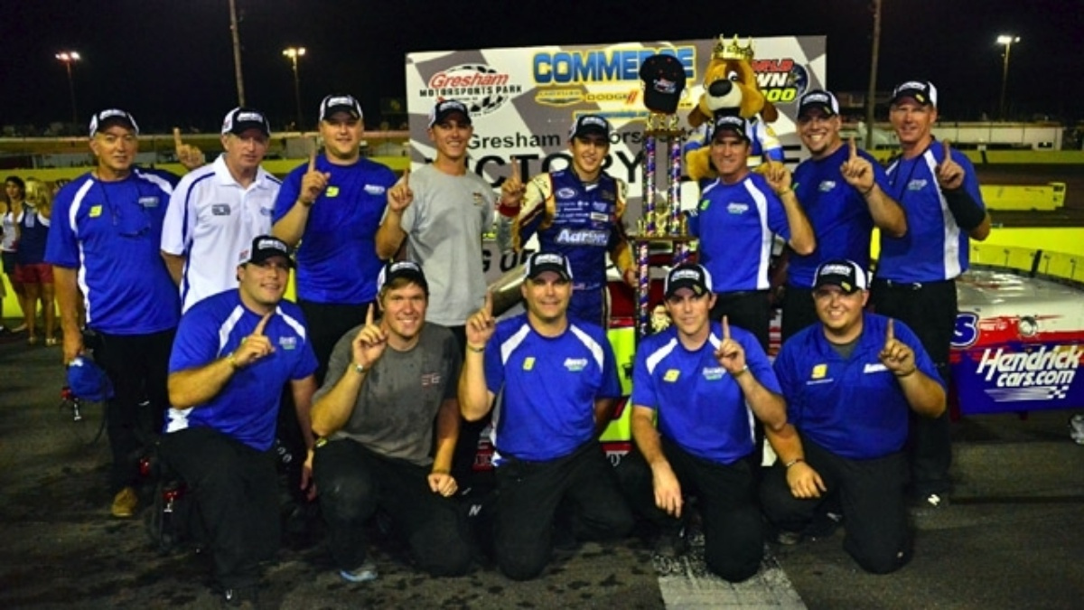 Elliott wins Gresham's World Crown 300 in dominating fashion