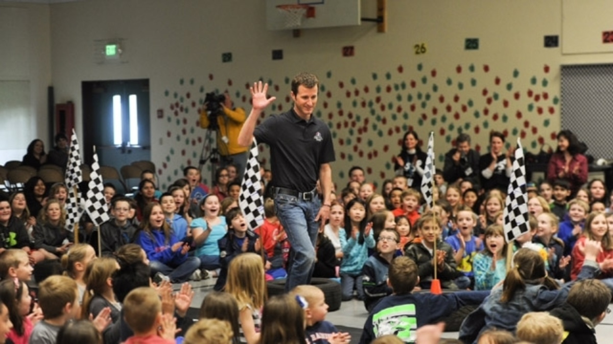 Farmers Insurance, Kasey Kahne honor educators at Southwood Elementary School