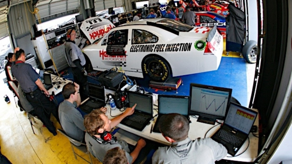 Fuel injection, racetrack data key for Hendrick during Kentucky test