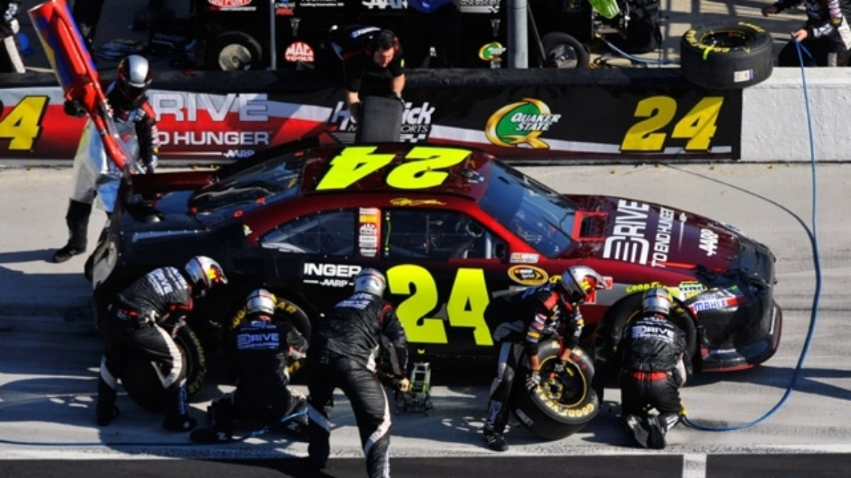 Gordon, Earnhardt finish in top seven at Texas
