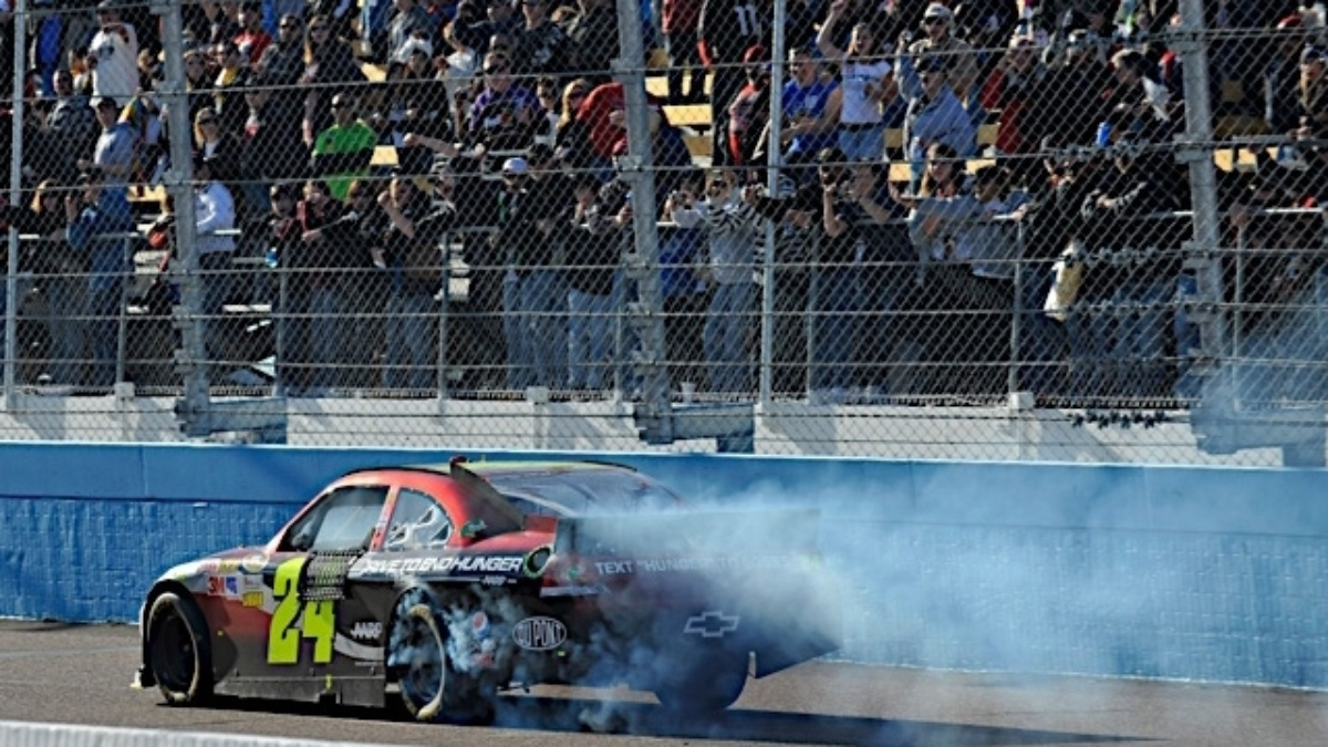 Gordon wins, teammates finish in top 13 at Phoenix