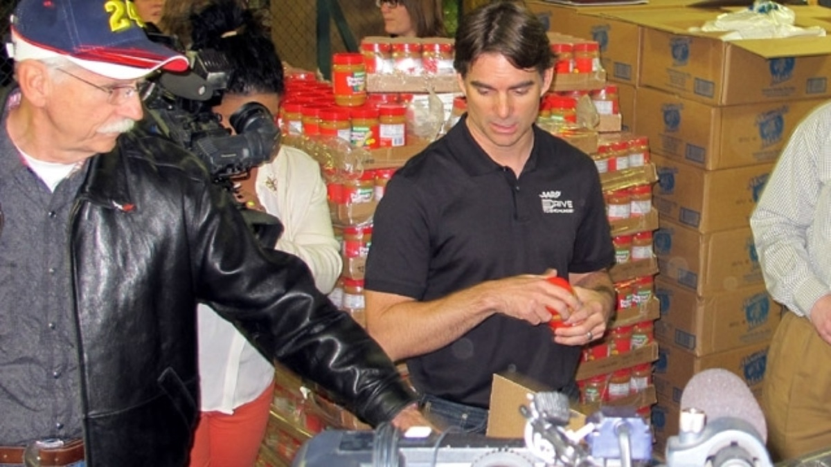 Jeff Gordon helps Kansas Speedway, Harvesters kick off virtual food drive