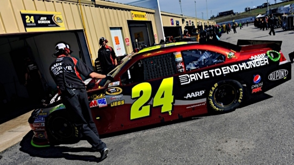 Jeff Gordon wins pole position at Loudon