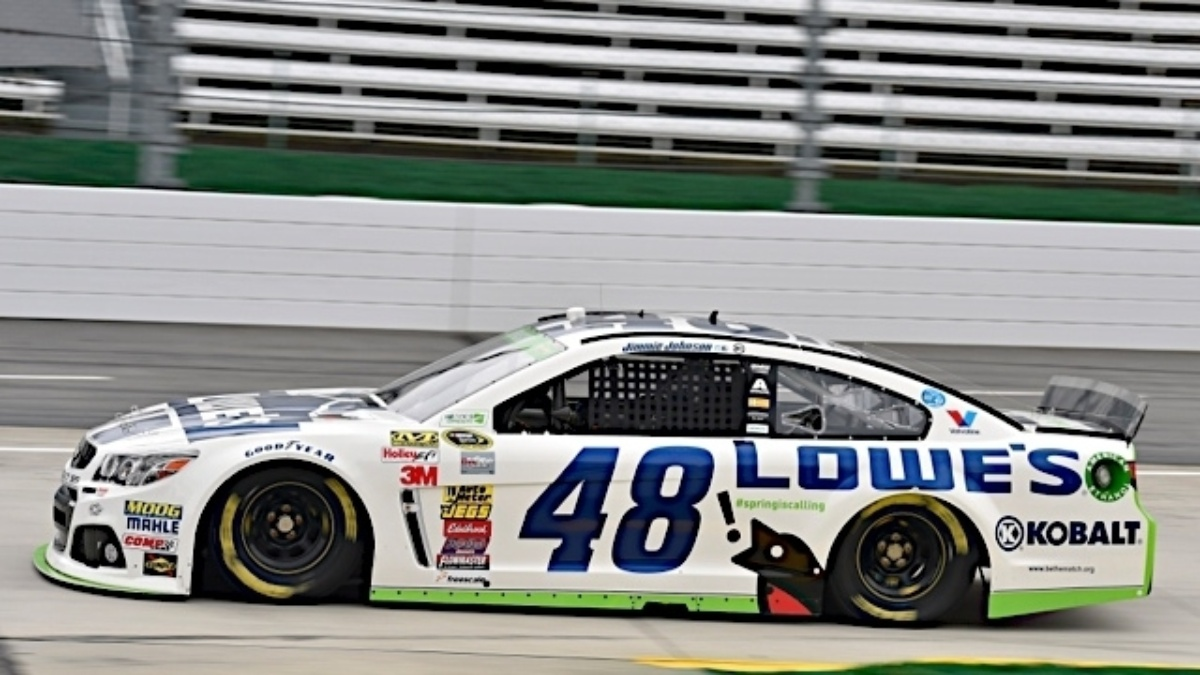 Jimmie Johnson, Dale Earnhardt Jr. finish in the top three at Martinsville