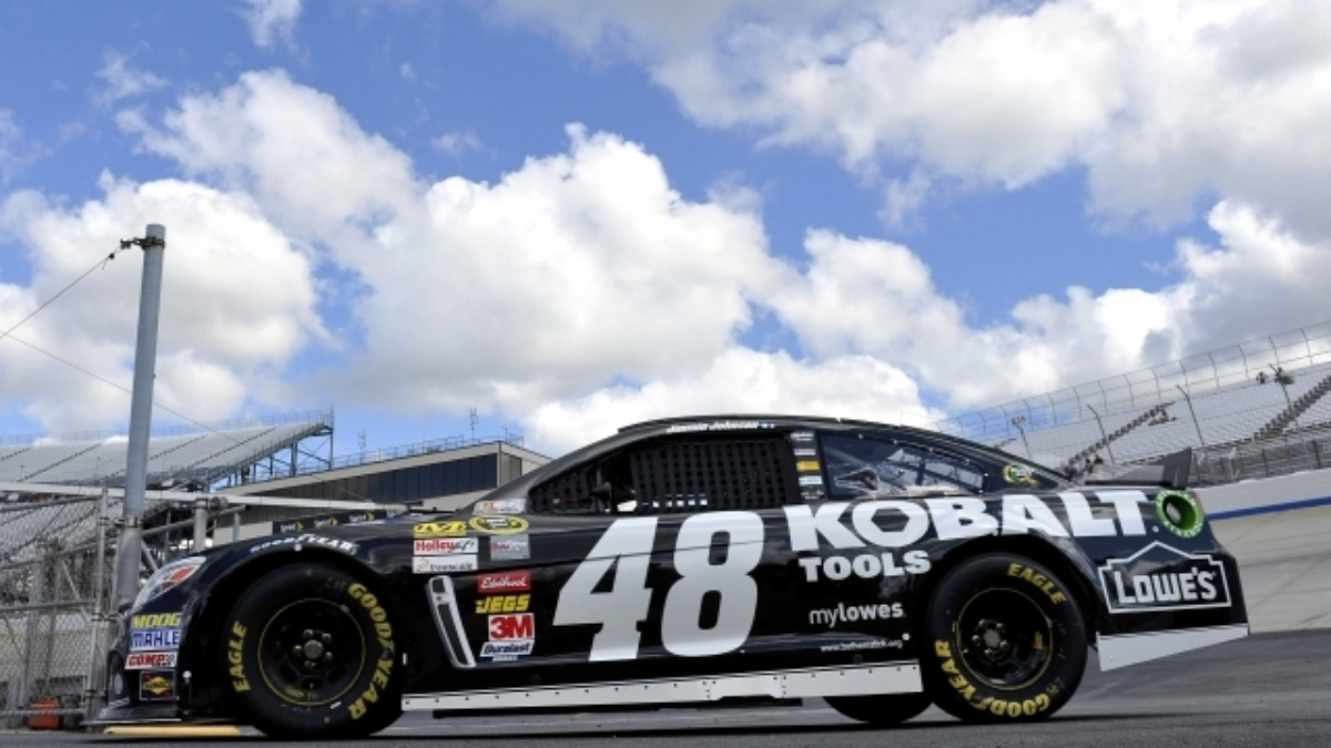 Jimmie Johnson wins record eighth victory at Dover