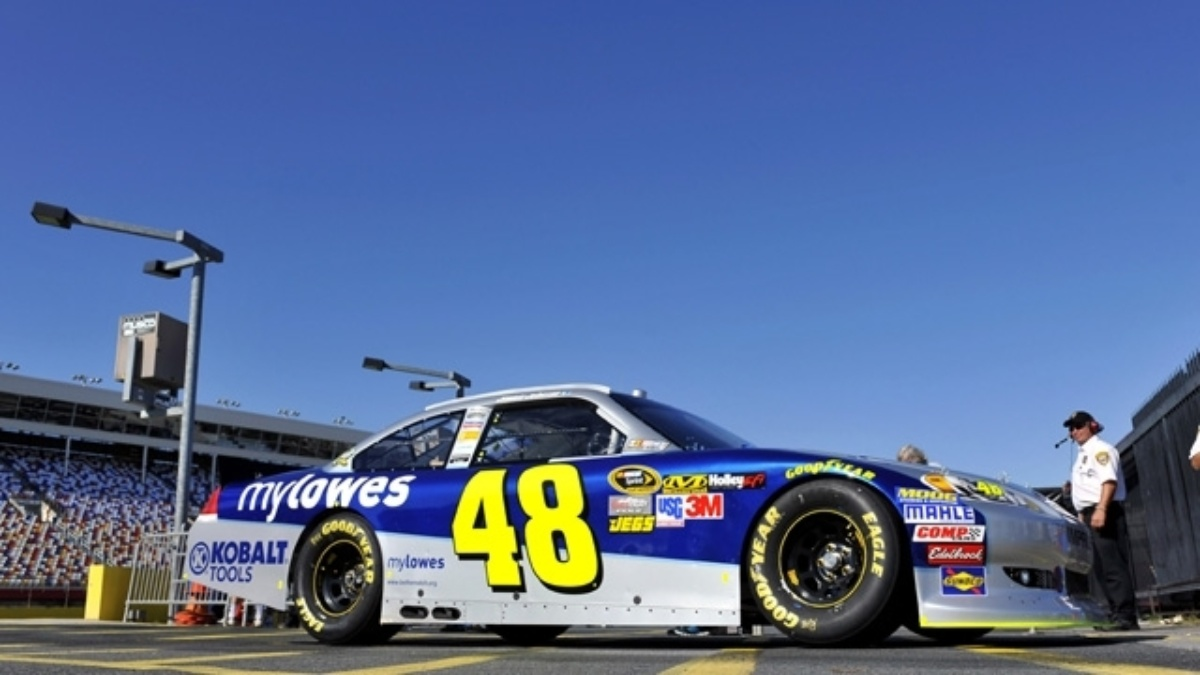 Johnson, Kahne, Gordon qualify in top 13 at Charlotte