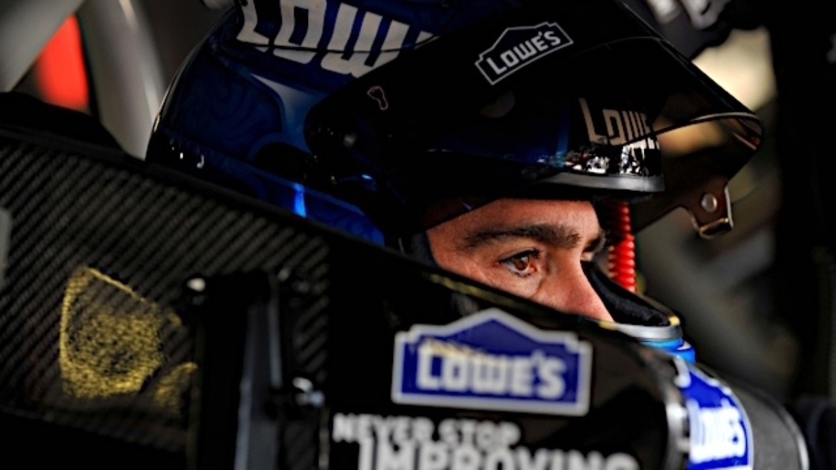 Johnson takes points lead&#x3B; Hendrick quartet finishes in top 13 at Loudon