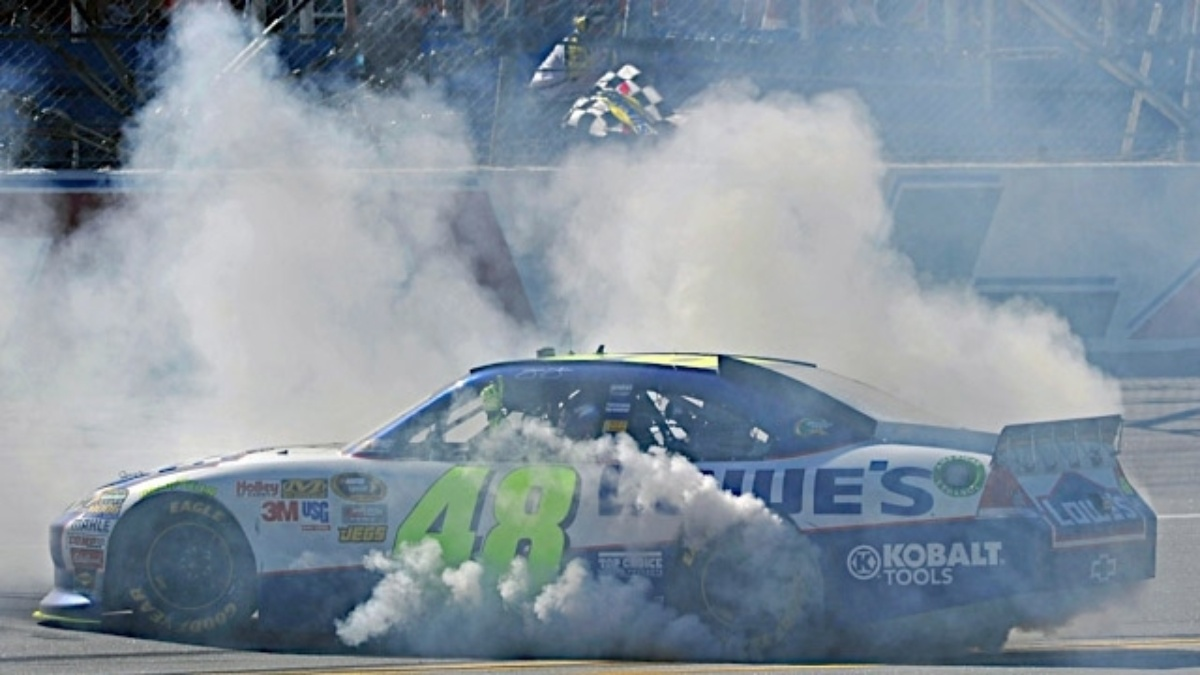 Johnson wins wild finish at Talladega, Hendrick teammates in top eight