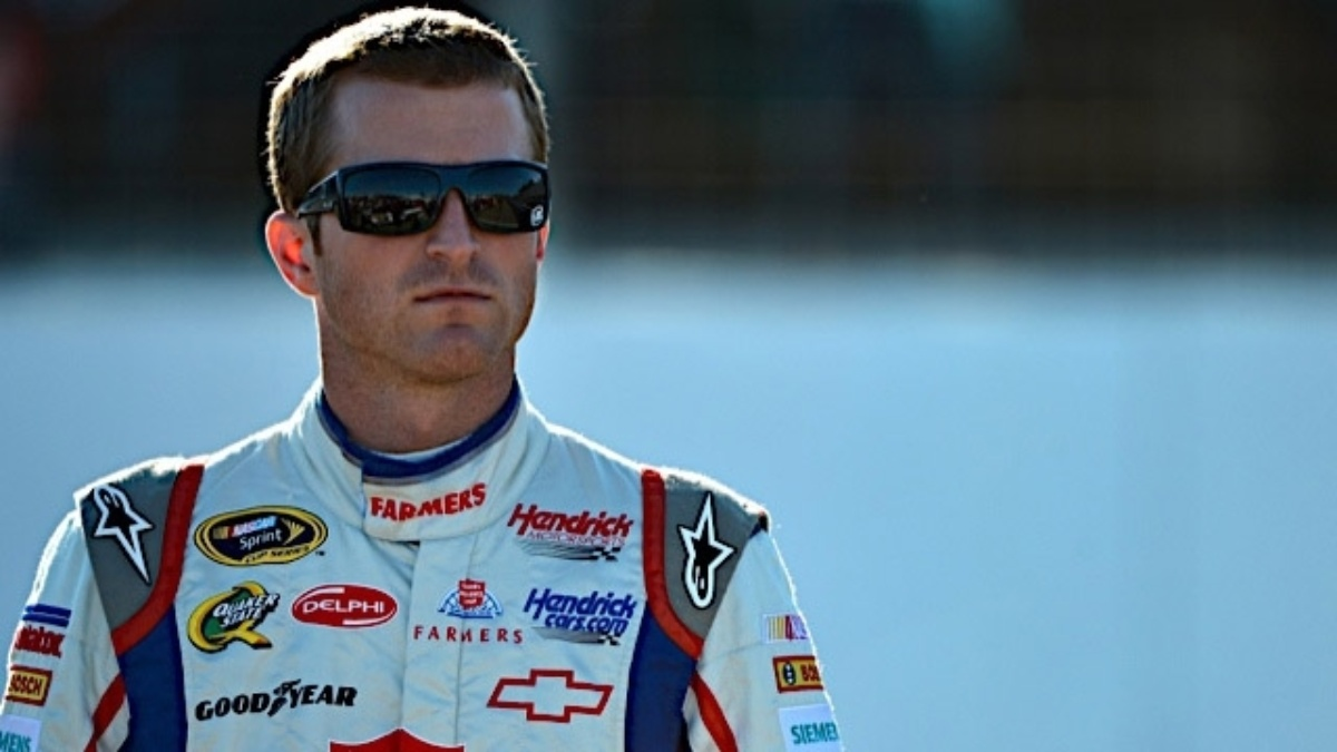 Kahne earns pole at Kansas Speedway
