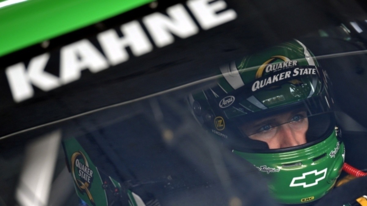 Kahne finishes second, teammates Johnson and Gordon in top seven at Charlotte