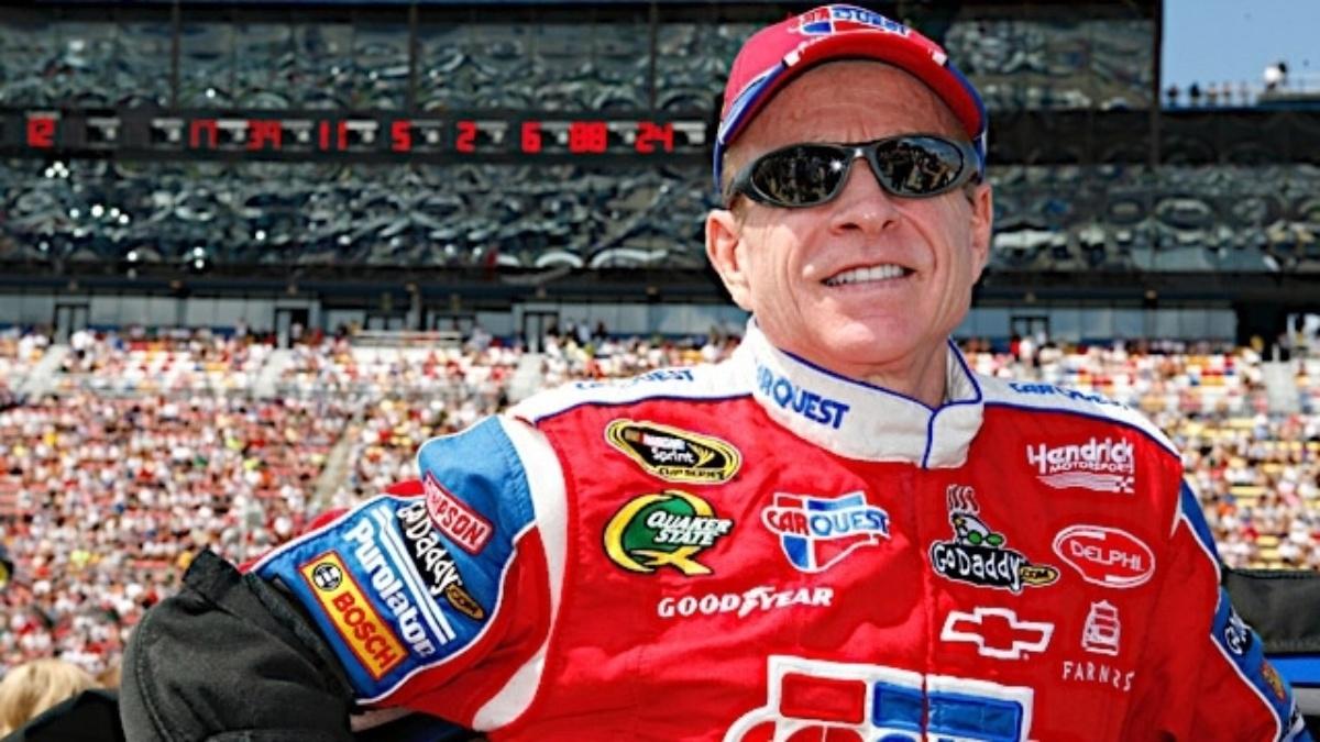 Martin, Gordon qualify in top 10 at Kansas