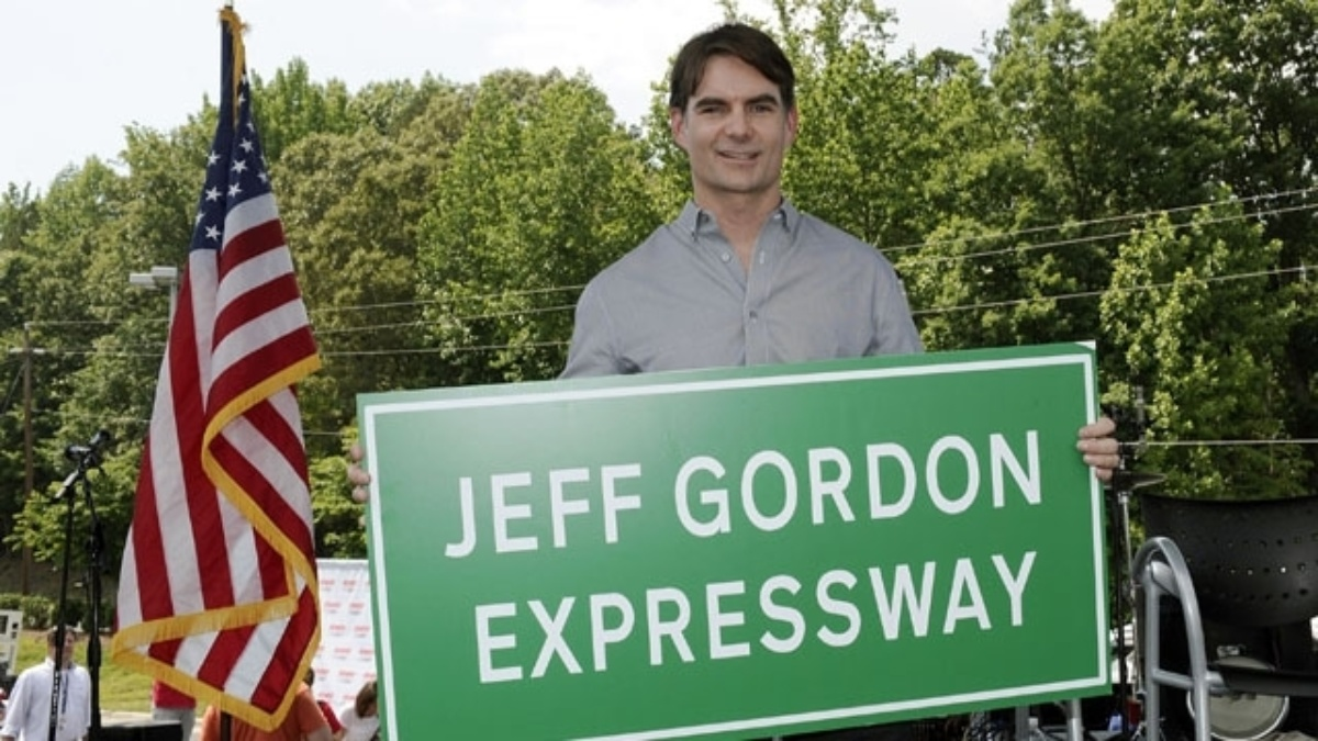 NCDOT dedicates section of I-85 in Mecklenburg County as the Jeff Gordon Expressway