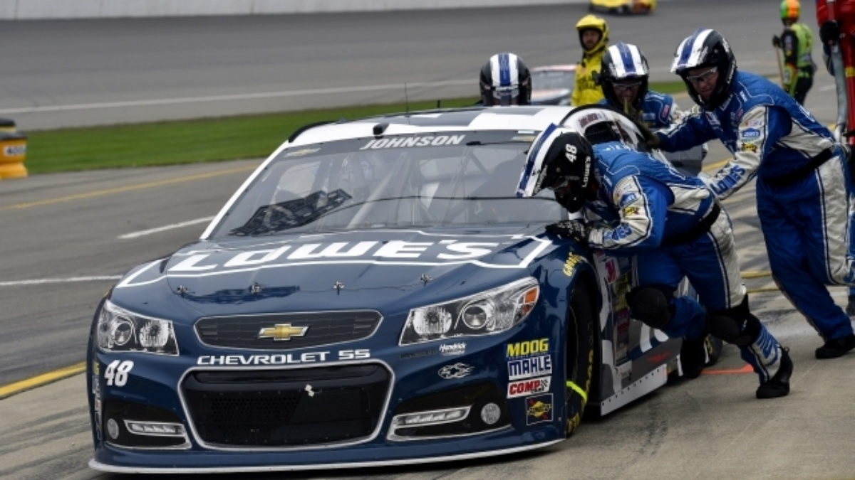 No. 48 crew helps Johnson rally for top-10 finish