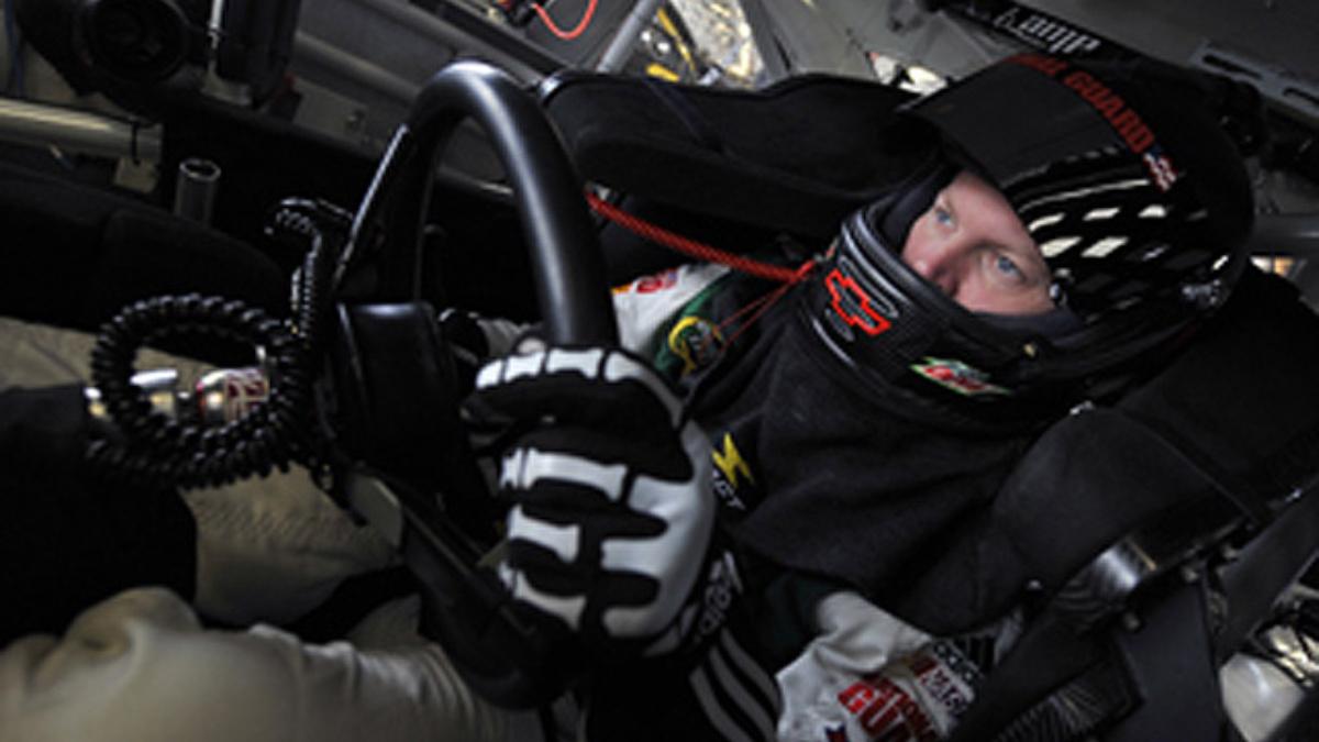 Earnhardt to make 500th NASCAR start Sunday