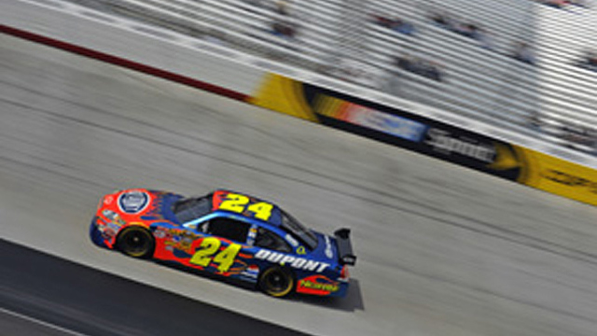 Gordon claims pole, eyes top-five finish at Dover