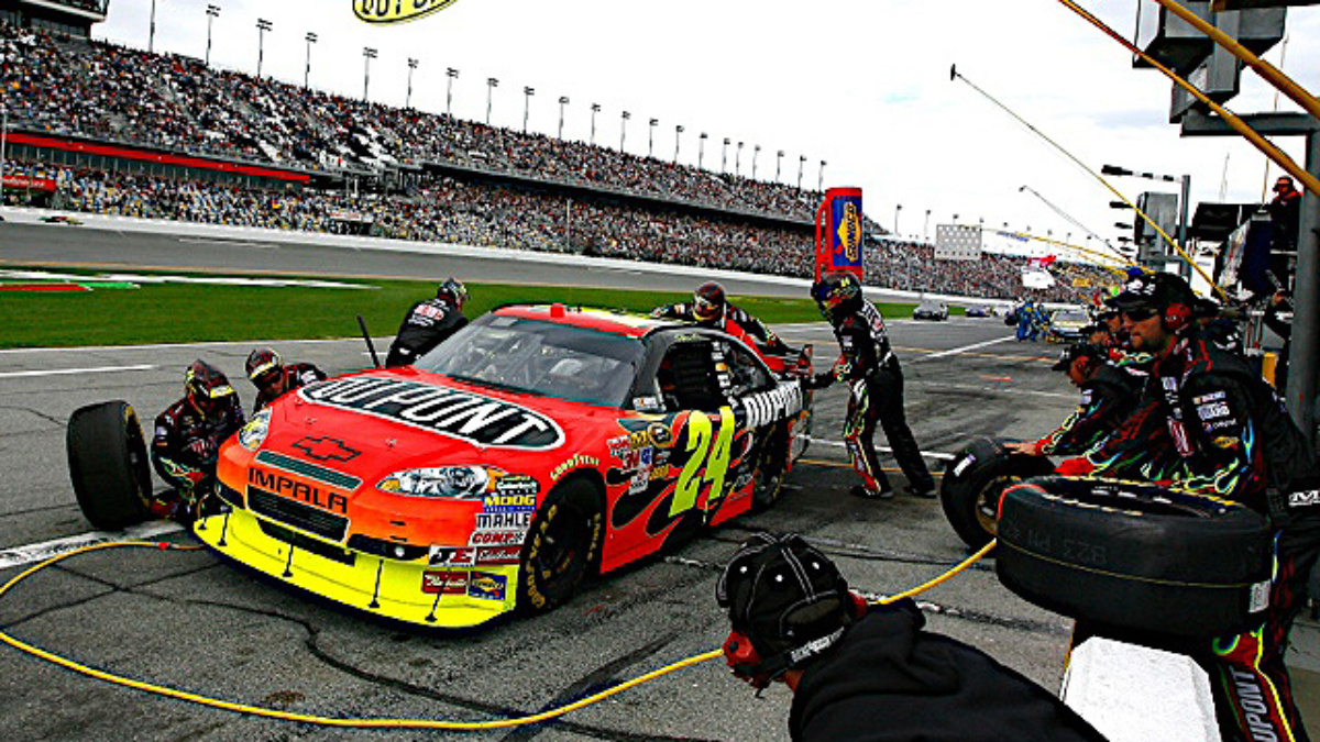 Gordon's crew scores Daytona pit road award