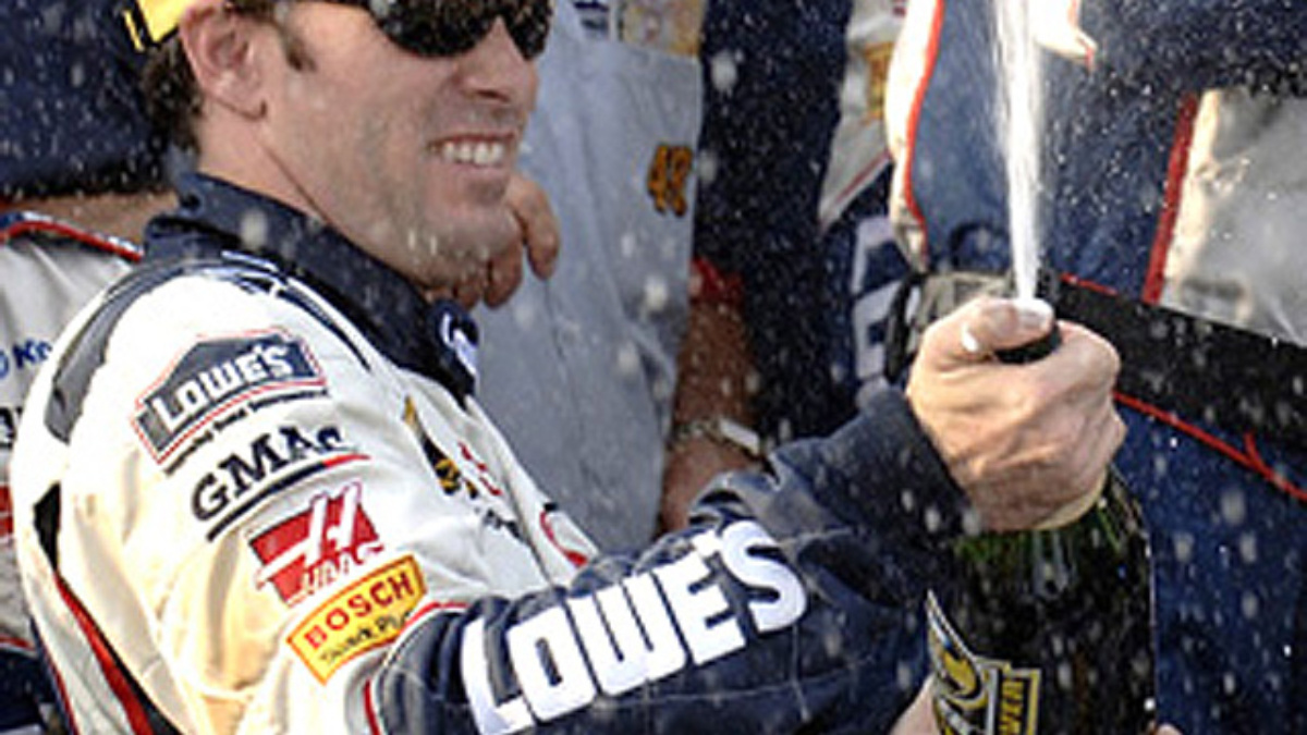 Johnson Wins at Dover, Takes Points Lead