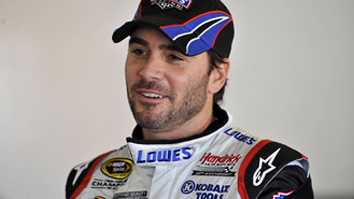 Johnson gears up for postponed Martinsville race