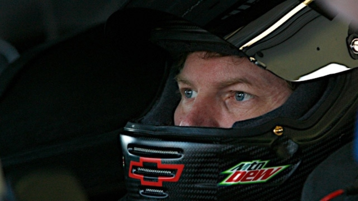 Johnson wins celebrity poll, but Namath guarantees Earnhardt will win Daytona 500