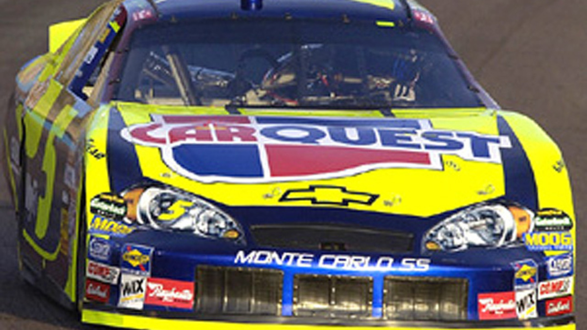 Kyle Busch Grabs Pole at Phoenix