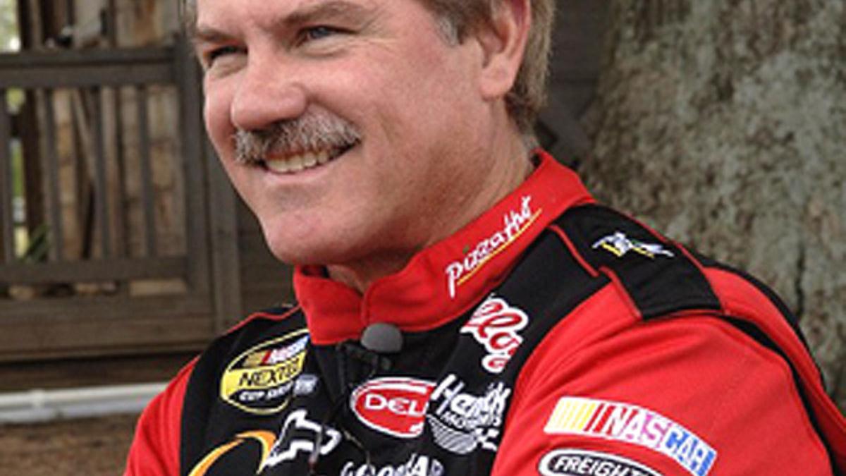 Labonte in High Gear for Lowe's Motor Speedway