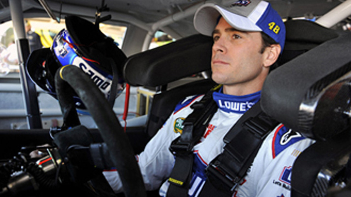 Team Lowe's Racing supports Lowe's USO family programs