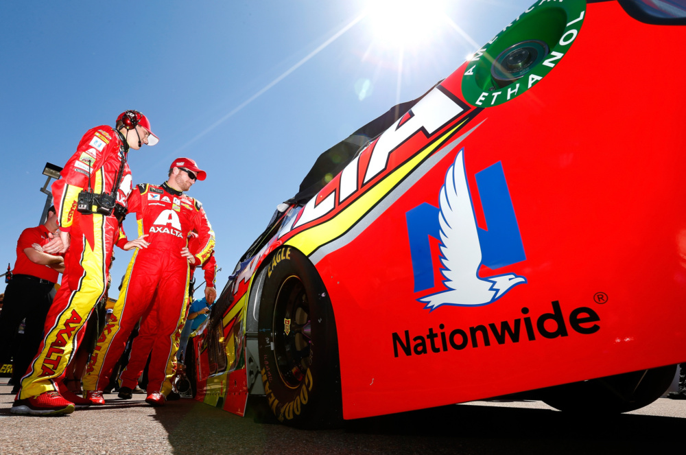 Johnson leads teammates in Martinsville qualifying