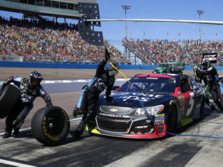 #AskTeamHendrick: No. 5 pit crew has the answers