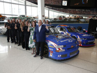Byron's paint scheme paying tribute to Ricky Hendrick makes for 'emotional' unveil