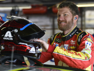 Chicagoland Speedway supports PAWS Chicago in Earnhardt's name