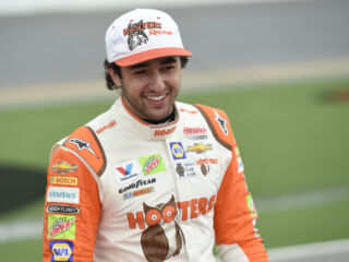 Hooters expands Chase Elliott sponsorship