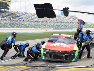 Teams thrilled for 'sibling' rivalry at All-Star Race pit crew challenge