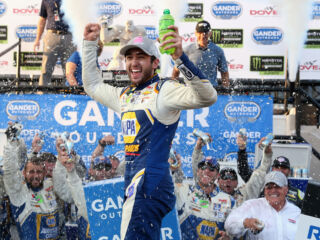 Elliott captures win at Dover, earns spot in Round of 8