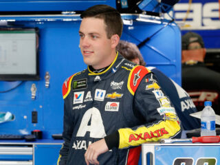 Bowman hosts impromptu trivia with fans at Charlotte