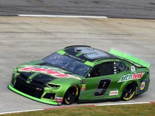Elliott qualifies on front row at Martinsville; engine change to send him to rear