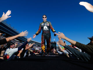 Gordon to hold book signing on Hendrick Motorsports campus&#x3B; Here's how you can attend