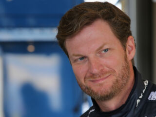 Earnhardt stays close to fans, teammates via Twitter