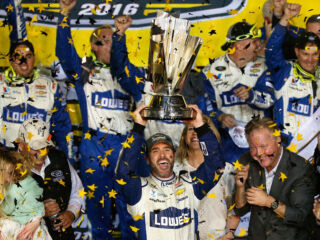 Hendrick Motorsports extends relationships with Johnson and sponsor Lowe's