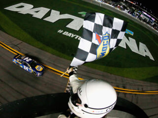 Daytona 500 pole-sitter Elliott wins first Duel