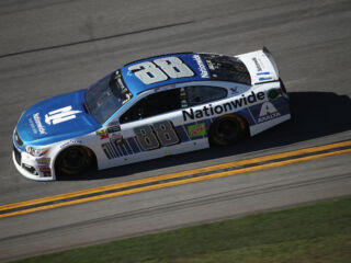 Earnhardt, Johnson earn points after Daytona 500 Stage 1