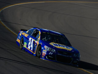 Elliott wins Stage 2 at Phoenix