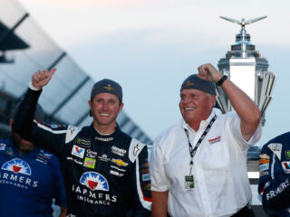 Final restarts power 'unreal' win for Kahne at Indianapolis