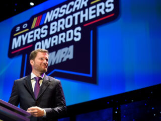 Watch Earnhardt receive Chevrolet Lifetime Achievement Award