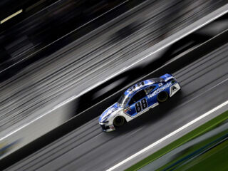 Bowman cements Daytona 500 pole&#x3B; Johnson, Byron to backup cars