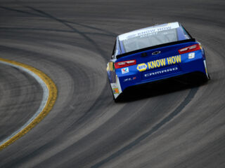 Elliott earns top-five finish at ISM Raceway