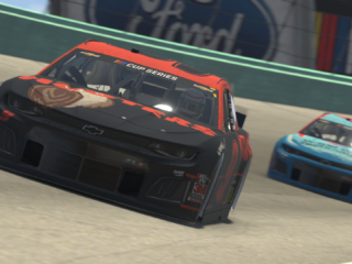 Elliott gets back into iRacing during NASCAR hiatus