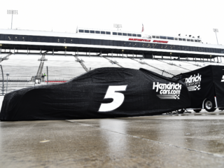 Weather postpones race at Martinsville to Sunday